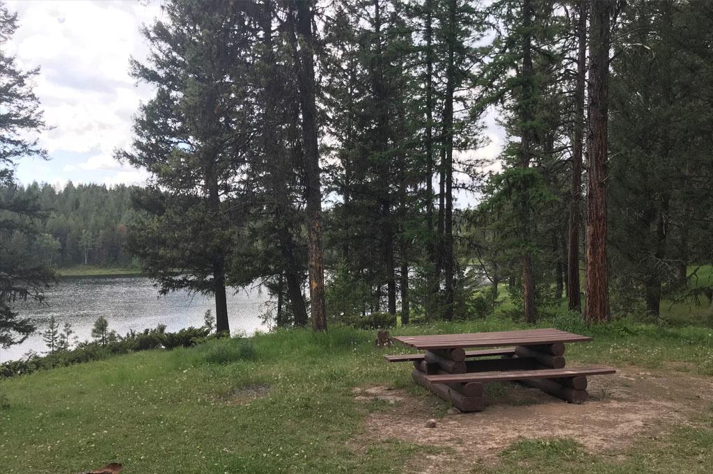 Generic-Van-Life-Camping-Spot- Wapiti Lake – British Columbia – picnic table