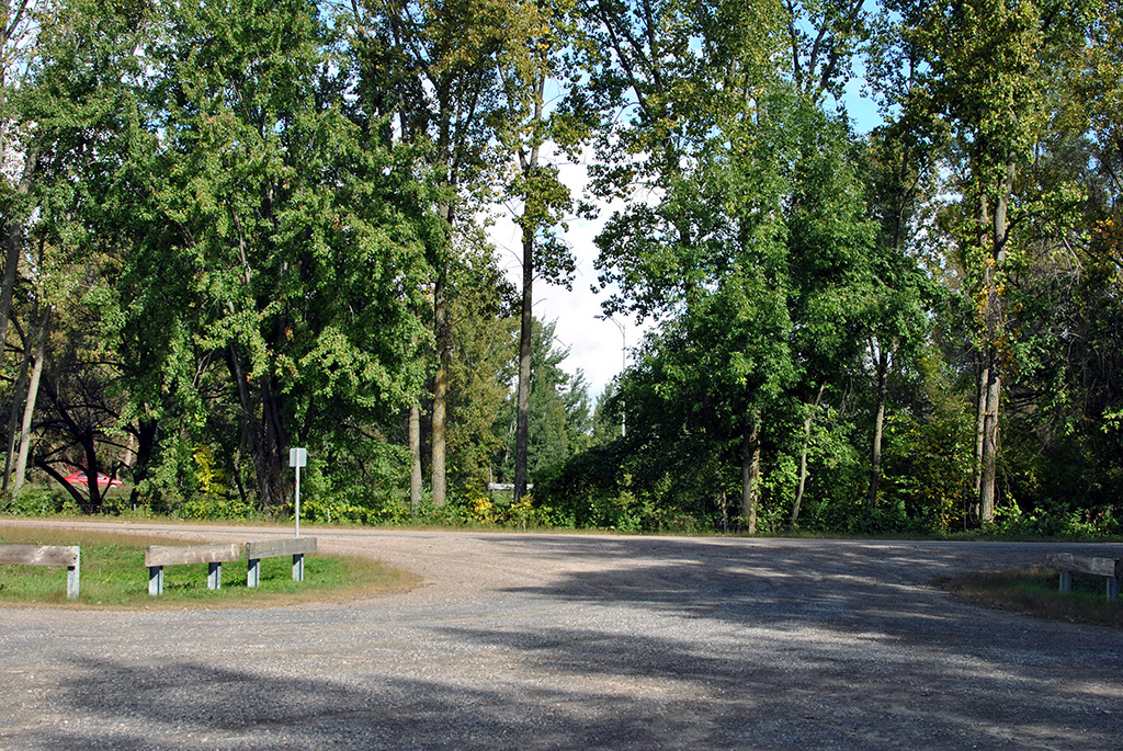 Generic-Van-Life-Camping-Spot-Pointe-Yamachiche-Quebec-Entrance